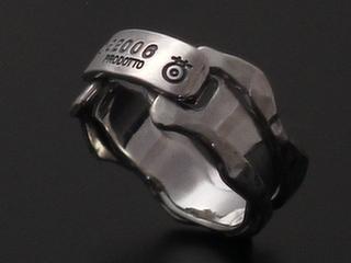 チタンとシルバー製の手作りリング