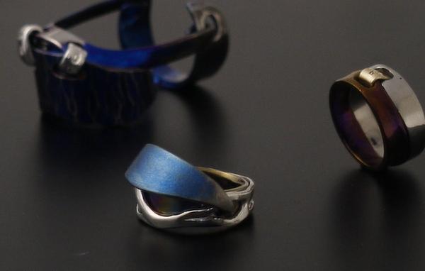 関節リングと可動式指輪