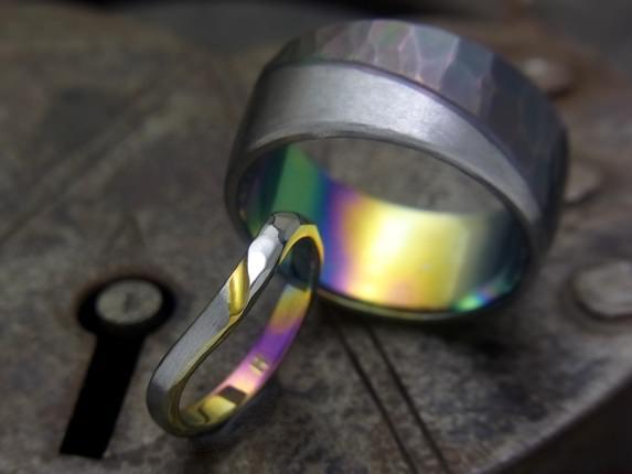 チタンの虹色の指輪レインボー