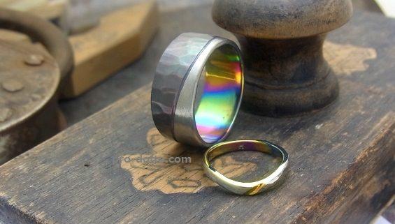 シルバーとチタンの結婚指輪